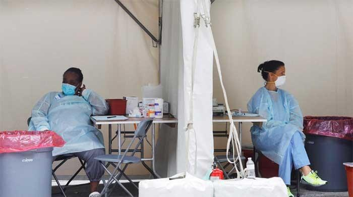 US coronavirus death toll tops 160,000