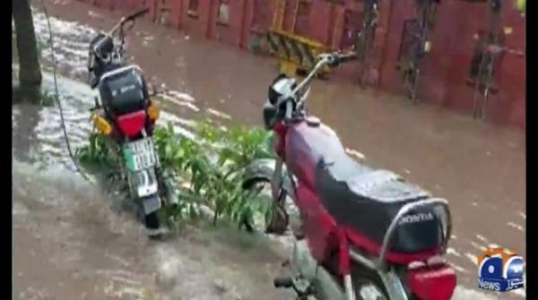 لاہور کے مختلف علاقوں میں بارش، حبس ختم ہوگیا، موسم خوش گوار