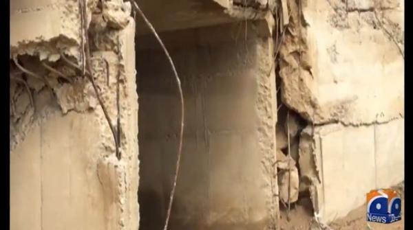کراچی میں بندرگاہ کی رابطہ سڑک ناردرن بائی پاس ایک جگہ سے بیٹھ گئی