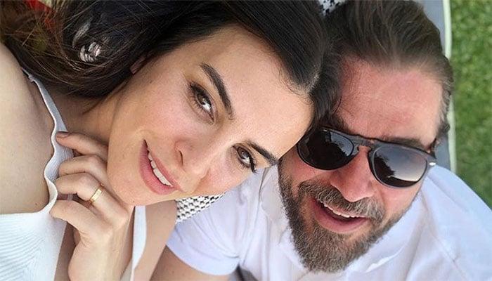 Ertugrul' star Engin Altan Duzyatan turns photographer for wife Neslisah