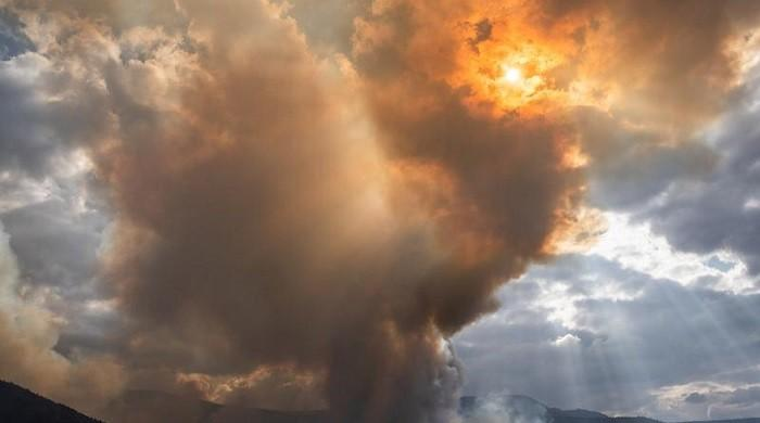 Heavy showers bring relief to fire-struck Oregon, death toll climbs in California