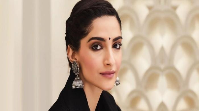 Sonam Kapoor slams US based blogger for calling husband Anand Ahuja 'ugliest'