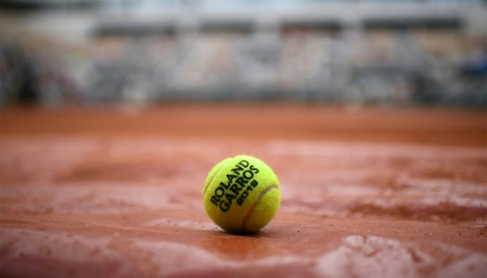 French Open begins as top players grumble over cold weather
