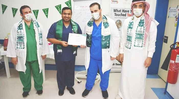 Pakistani doctor honoured by Saudi Arabia for leading fight against COVID-19