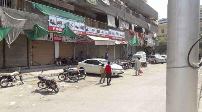 Coronavirus: Sindh govt imposes mini smart lockdown in Karachi's Manghopir
