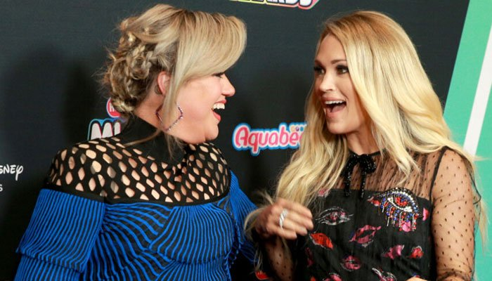 Kelly Clarkson impersonated Carrie Underwood and signed an autograph as her