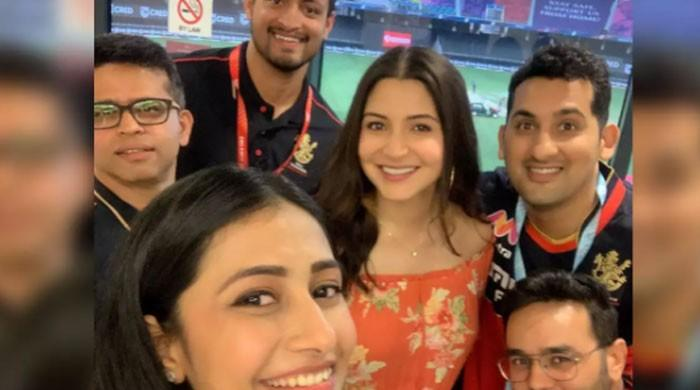 Anushka Sharma glows with her baby bump in latest viral photo