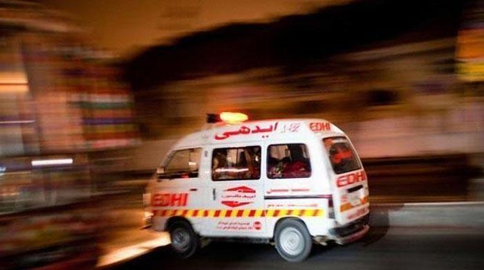 Five, including a woman and child, dead in Umarkot road accident