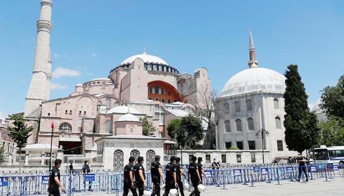 US Suspends Turkey Visa Services Over Possible Terror Attacks