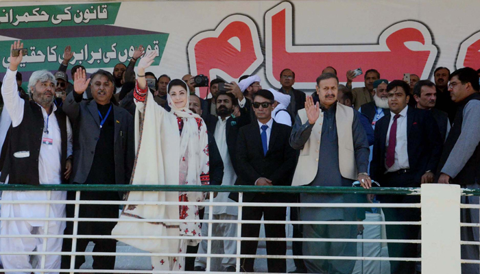 Muslim League (PML-N) vice-president, Maryam Nawaz waving hand to her supporters during the public gathering meeting of Pakistan Democratic Movement (PDM) held at Ayub Stadium in Quetta on Sunday, October 25, 2020. — PPI