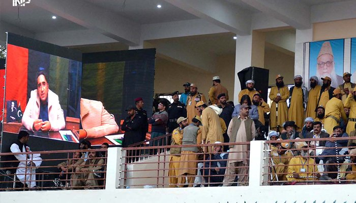 Chairman Pakistan Peoples Party (PPP) Bilawal Bhutto Zardari addressing the PDM jalsa via video link at Ayub Stadium, Quetta, on October 25, 2020. — INP