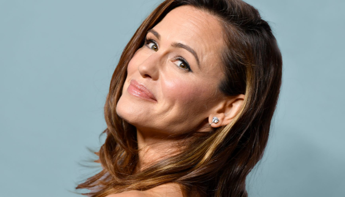Jennifer Garner shuts down pregnancy rumors after Halloween photo