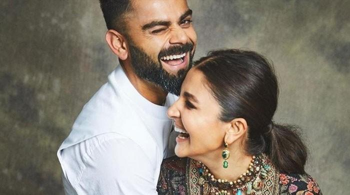 Watch: Virat Kohli keeps a check on pregnant wife Anushka Sharma from the field