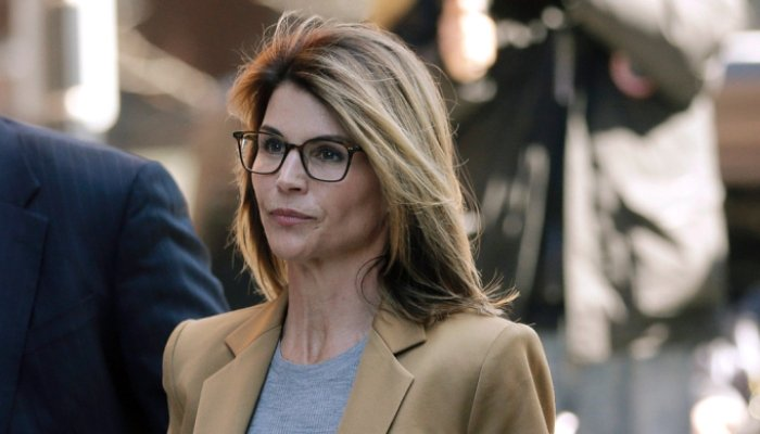 Actress Lori Loughlin begins prison term for USA college admissions scam