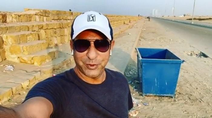 Wasim Akram once again lashes out at picnickers for littering Karachi beach