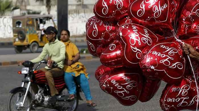 Karachi balloon seller, 12-year-old killed as gas cylinder explodes