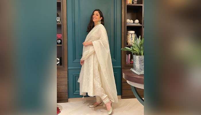 Pregnant Anushka Sharma Glows in Off-white Suit from Diwali Celebration, See Pic