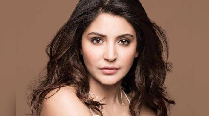 Soon-to-be mother Anushka Sharma glows in latest snap