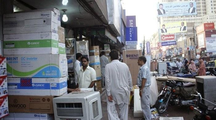 Shopping mall at Karachi's Tariq Road sealed for violating coronavirus SOPs