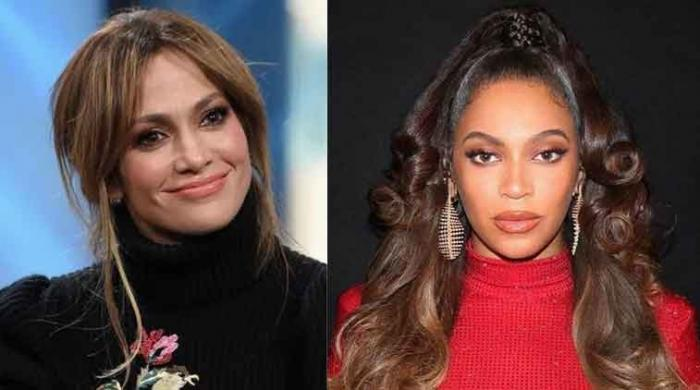 Jennifer Lopez face backlash for 'copying Beyonce' at American Music Awards