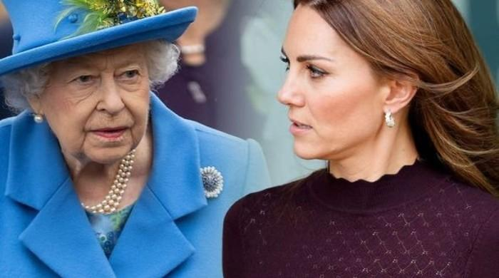 Queen leaves Kate Middleton, Prince William out in the cold amid Christmas bubble