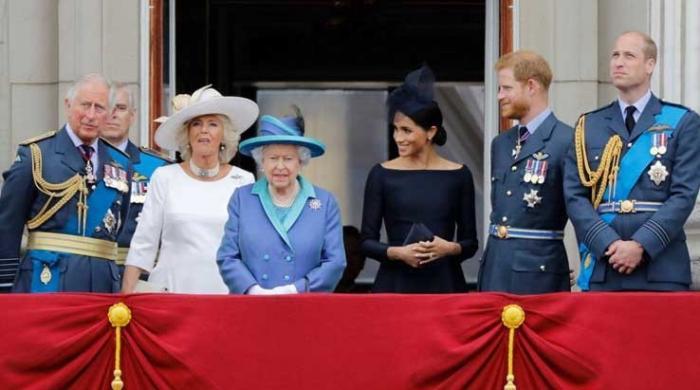 Buckingham Palace lambasted on bland response to Meghan Markle's miscarriage