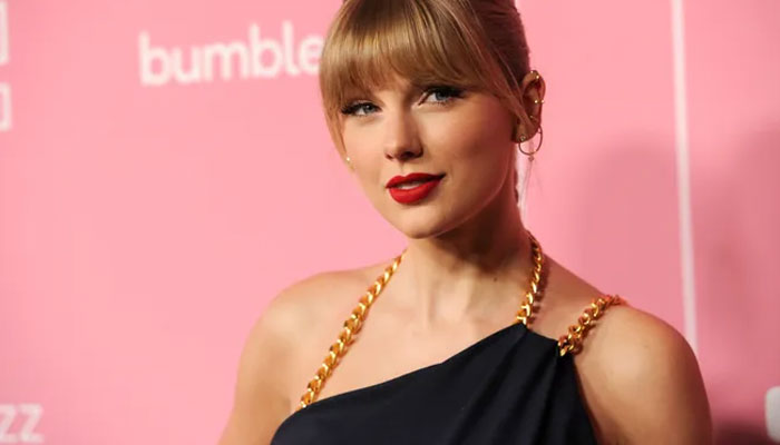 Taylor Swifts re-recorded song Love Story graces Ryan Reynolds ad