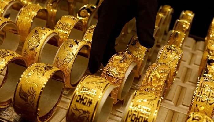 Gold plunges Rs 614, silver tanks Rs 1,609