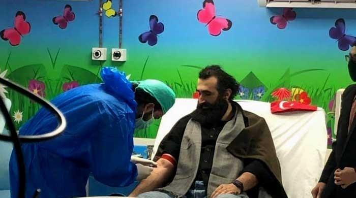 Ertugrul's Celal Al donates blood for Pakistani children with thalassemia