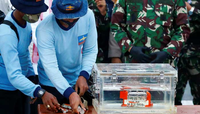 Black box retrieved from Indonesian plane crash