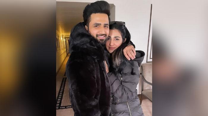 Sarah Khan melts hearts with adorable snap with hubby Falak Shabir
