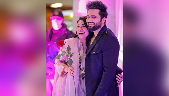 Fans swoon over Sarah Khan, Falak Shabir's PDA-filled photos