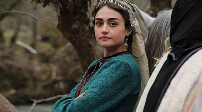 Esra Bilgic aka Halime Sultan wins hearts of Pakistani fans yet again