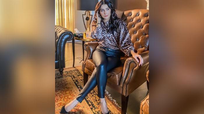 Ayeza Khan sends tongues wagging in new snap