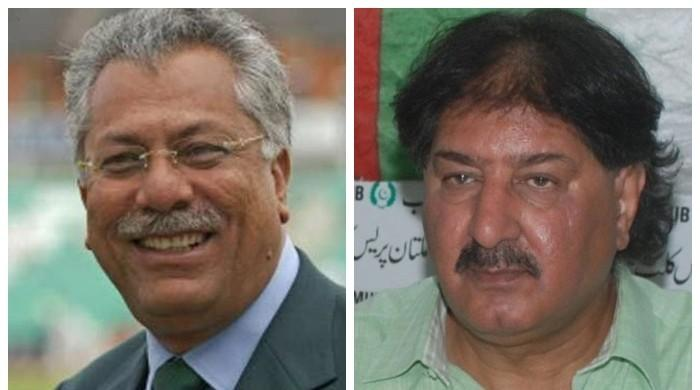 Legendary Pakistani cricketers Zaheer Abbas, Sarfraz Nawaz get COVID-19 vaccine in UK