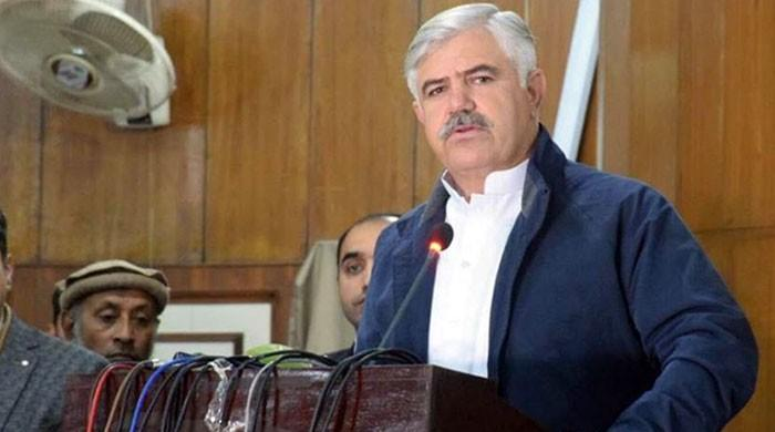 Resolve problems faced by Khyber Pakhtunkhwa varsities, CM Mahmood Khan tells HEC