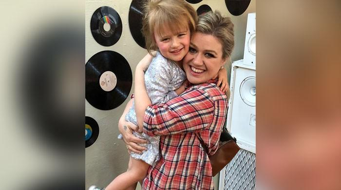 How Kelly Clarkson's conversation with her 4-year-old on babies backfired