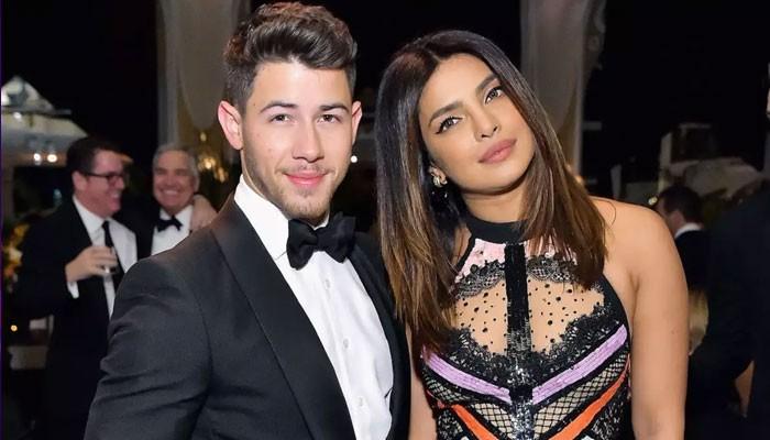 Priyanka Chopra shares that Nick Jonas gave up on teaching her piano - Geo News