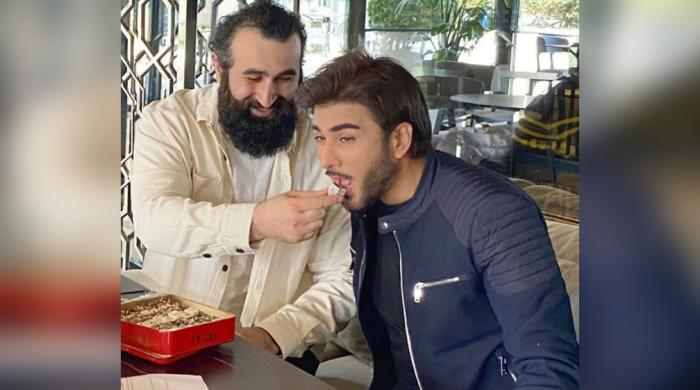 Imran Abbas, Ertugrul's Celal Al leave fans starstruck after their interaction