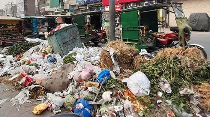 Lahore back on path to becoming a garbage dump