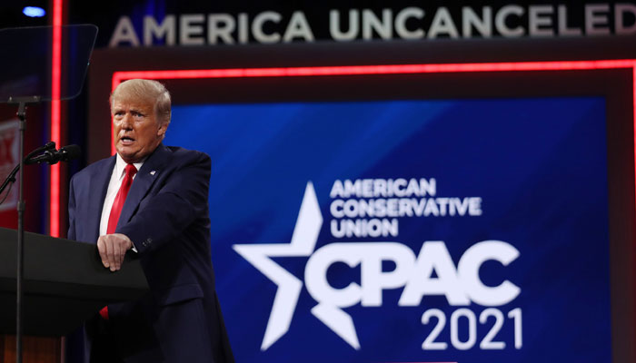 Trump returns to political stage at conservative conference