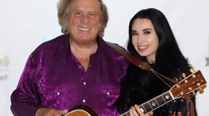 75-year-old Don McLeans sings love tunes for 27-year-old girlfriend Paris Dylan