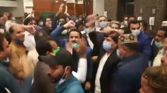 'Ek Zardari sub pay bhari': Jubilant PPP celebrates Gillani's Senate victory in Sindh Assembly