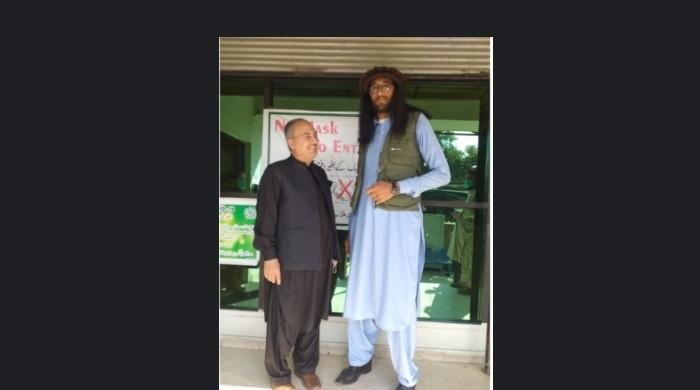 Watch: Meet 'Yaroo' — one of the tallest Pakistanis alive