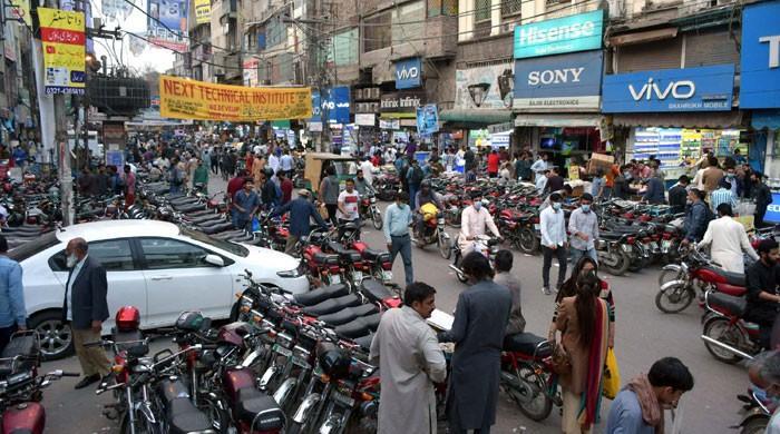 Lahore's coronavirus positivity ratio crosses 18% as Pakistan battles third wave