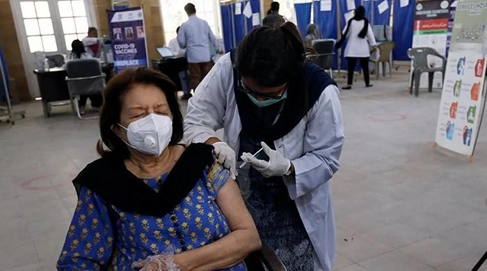 A doctor's guide for the elderly before getting a COVID-19 vaccine