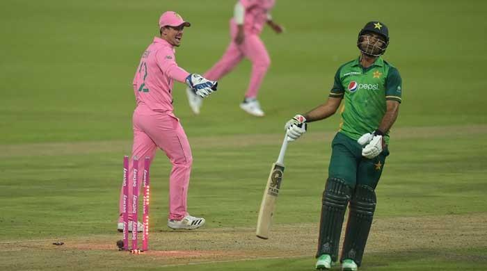 Did Quinton de Kock deliberately distract Fakhar Zaman before he got run out? Social media thinks so