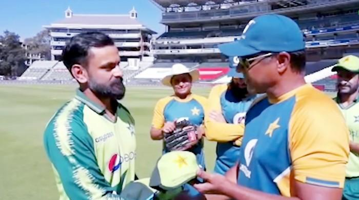 Pak vs SA: Mohammad Hafeez receives 100th T20I cap from Waqar Younis