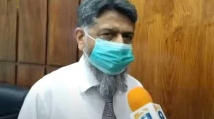 Gujranwala medical superintendent braves fury of protesters, gets oxygen cylinders to hospital