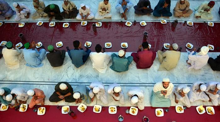In pictures: Pakistan begins Ramadan under coronavirus shadow
